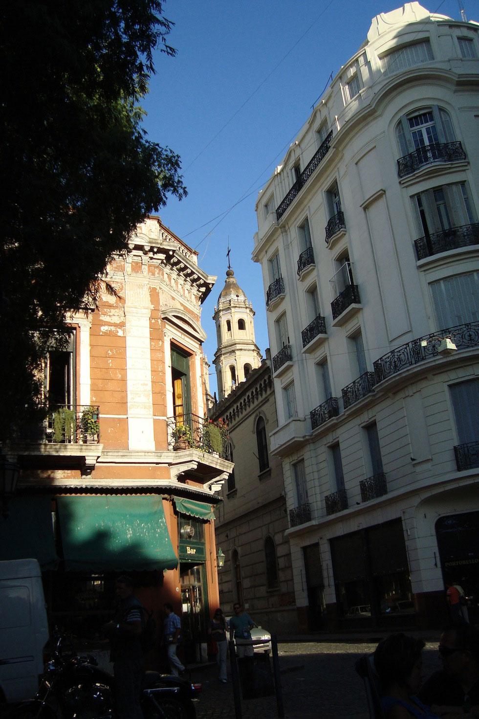 Plaza Dorrego, with Bar Dorrego on the left